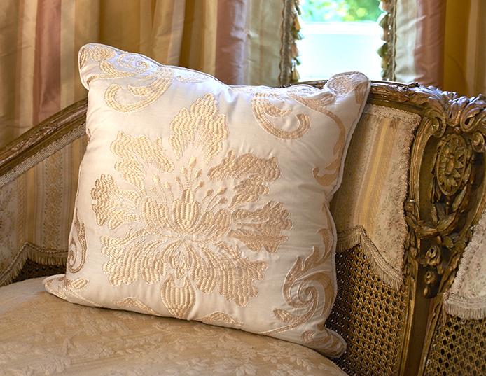 Olivia pillow